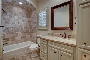 Secondary bath with a tub/shower and stone surround