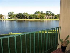 Large balcony has great lake and Marina view to enjoy the sunrise and a cup of coffee!
