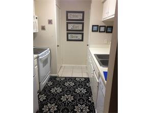 Very pleasant kitchen adjoining Living & Dining.Has Washer & Dryer.