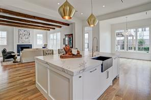 Another view of this exceptional kitchen.