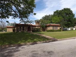 101 pecan street, hallettsville, TX 77964