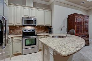 The guest house kitchen has it all – full size refrigerator, a gas range with oven, granite counter tops, a stainless microwave and plenty of cabinets.