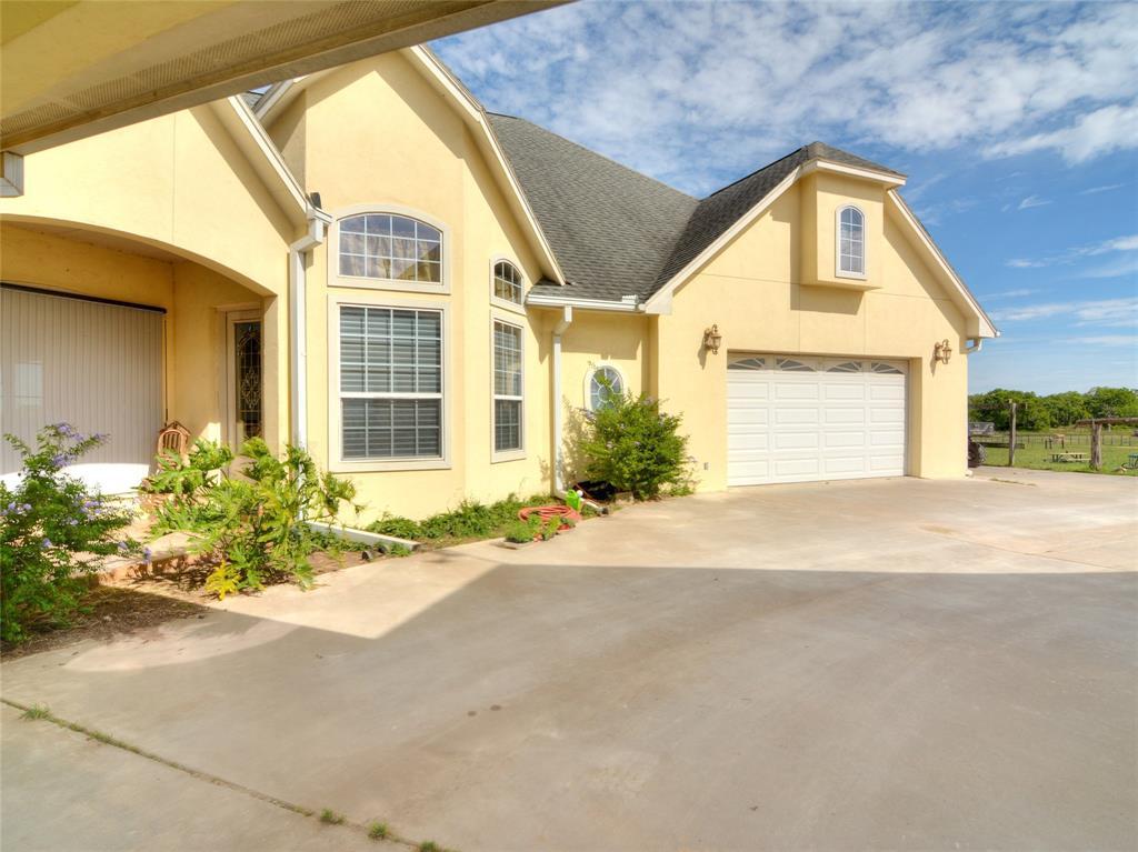 454 CR 413 A Street, Waelder, TX 78959
