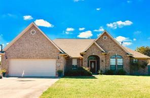 317 heritage oaks drive, angleton, TX 77515