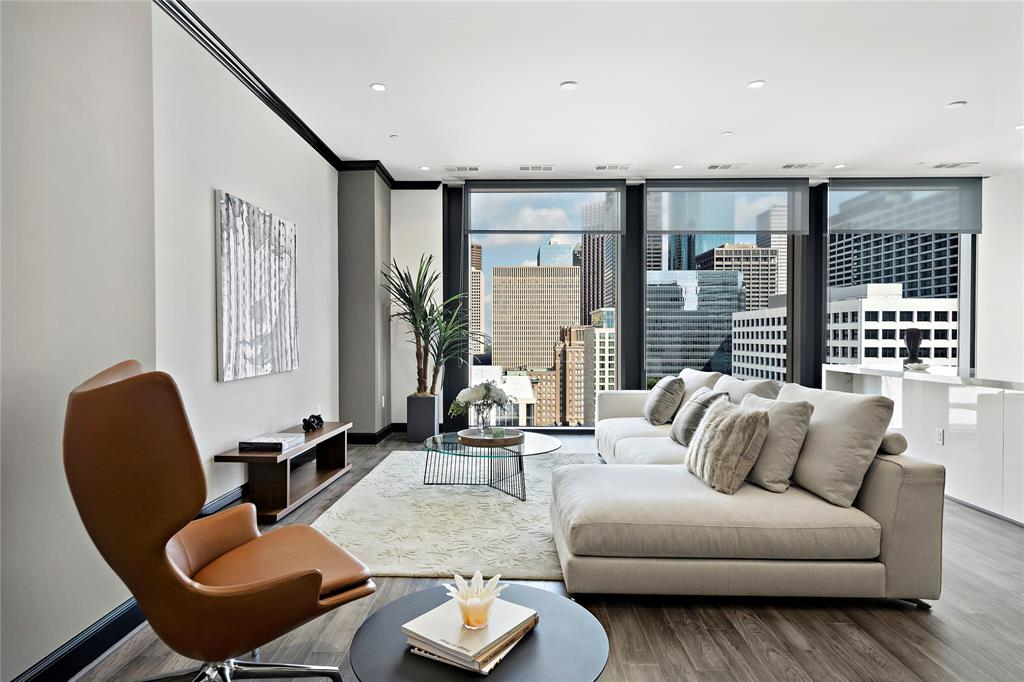 New construction in Downtown Houston.  93 residences with 1, 2, and 3 bedrooms. Building features 24hr. concierge, valet parking, private garages available, pied-a-terre for guests, starlight pool and hot tub, fitness center, steam room, massage room, sauna, and fire pit. Standard features: 10ft. ceilings with 10ft. of glass, Pedini cabinets, hardwood floors in living area. Steps away from Discovery Green, Toyota Center, House of Blues, Phoenicia and MORE! 80% SOLD!
