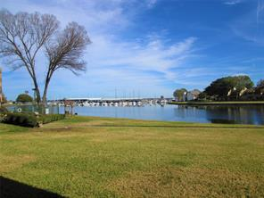 Great view of Lake Conroe and Walden Marina.  Near complex pool and Yacht Club pool.