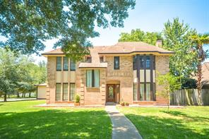 603 sherwood forest drive, dickinson, TX 77539