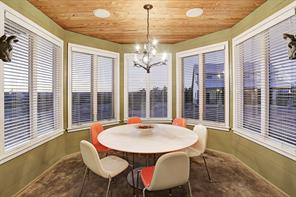 Light filled dining room (11'x11')