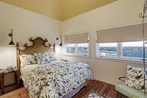 2nd guest bedroom(10'x13')