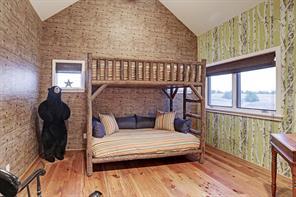 3rd guest bedroom (11'x13')