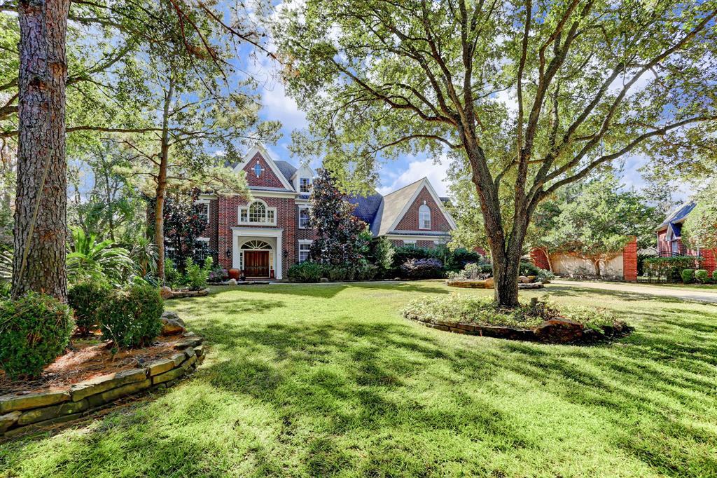 Location, Location, Location! Estate home in prime West Houston Location, rare opportunity to own over an acre of land in Windsor Park Estates just minutes from the Energy Corridor.