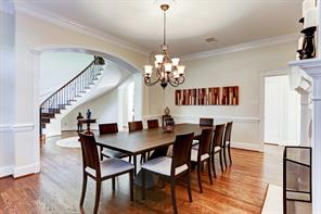 Dining room is large enough to accommodate large gatherings.