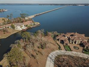 This beautiful waterfront home site is located in Bentwater Bay Estates.  It is located on the main body of Lake Conroe.