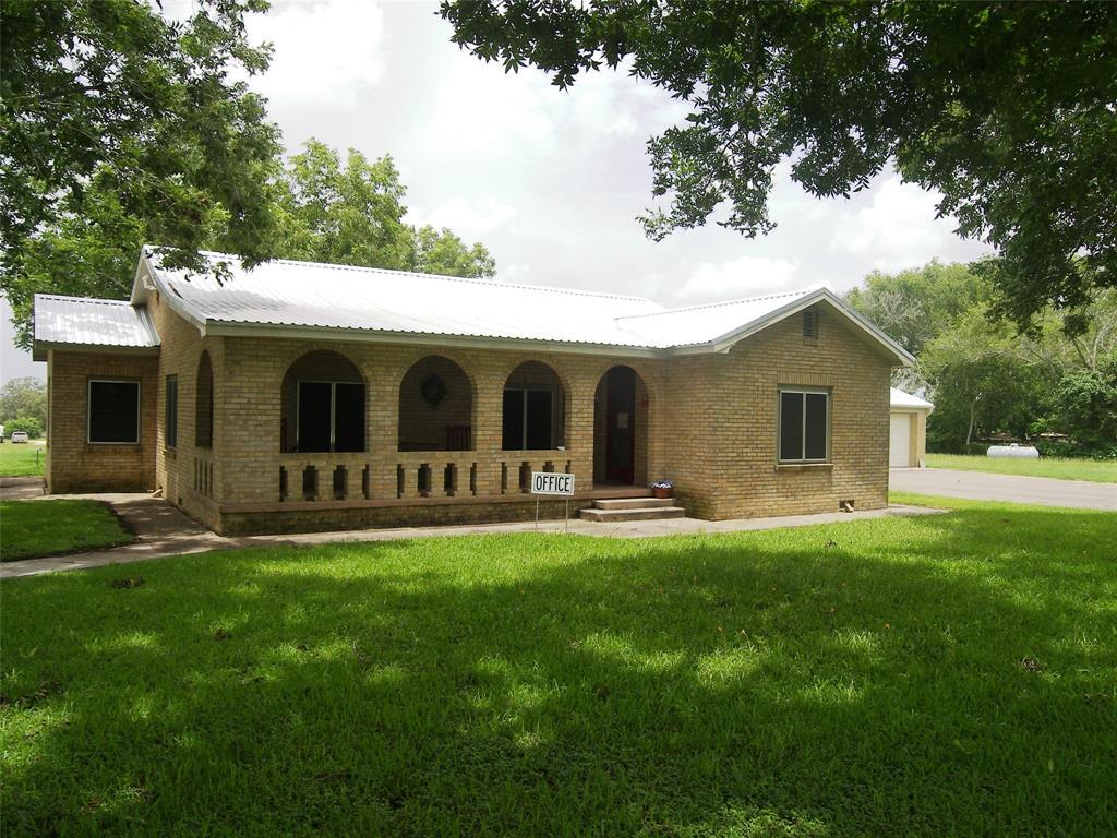 1641 N Texana Street, Hallettsville, TX 77964