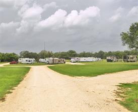 1641 hwy 77, hallettsville, TX 77964