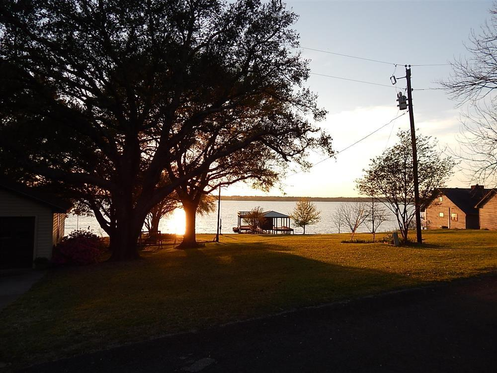 829 Caney Creek Drive, Onalaska, TX 77360