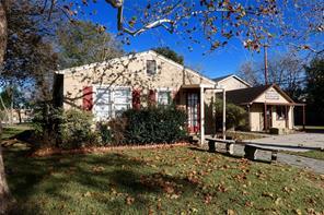 107 n pine street, tomball, TX 77375