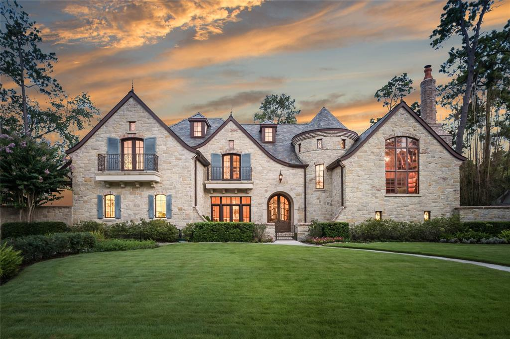 10923 Kirwick is a one of a kind sprawling home situated on over half an acre of land in the prestigious Memorial Villages.