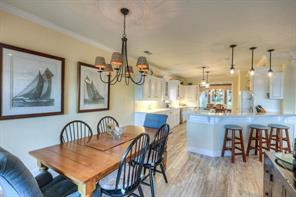 Spacious breakfast area and breakfast bar area accommodates large gatherings!
