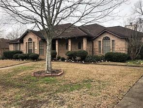 82 rosewood street, lake jackson, TX 77566