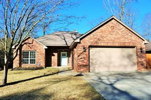 376 Rolling Hills Drive, Panorama Village, TX 77304