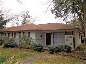 123 pin oak street, lake jackson, TX 77566