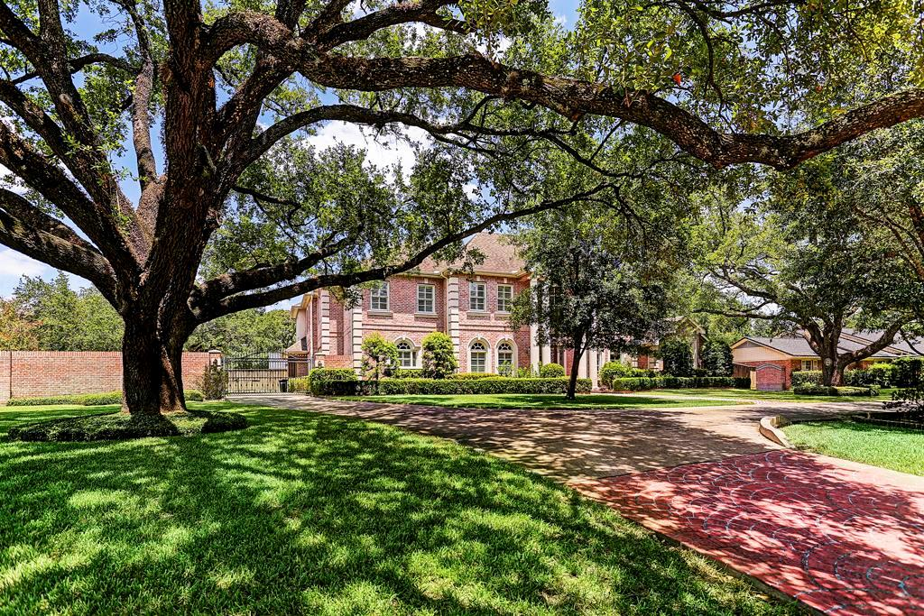 Elegant custom Tanglewood home on an over sized  corner lot with ancient live oaks in the front and side yards