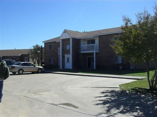 509 W Rutherford Street, Mount Vernon, TX 75457