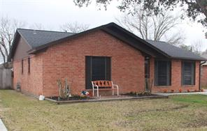 1309 northbrook drive, angleton, TX 77515