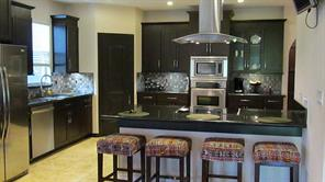 Open concept kitchen, great for entertaining, comes with stainless steel appliances