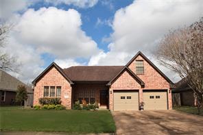 114 zinnia street, lake jackson, TX 77566
