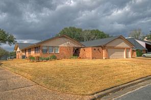 1118 lakeside drive, huntsville, TX 77340