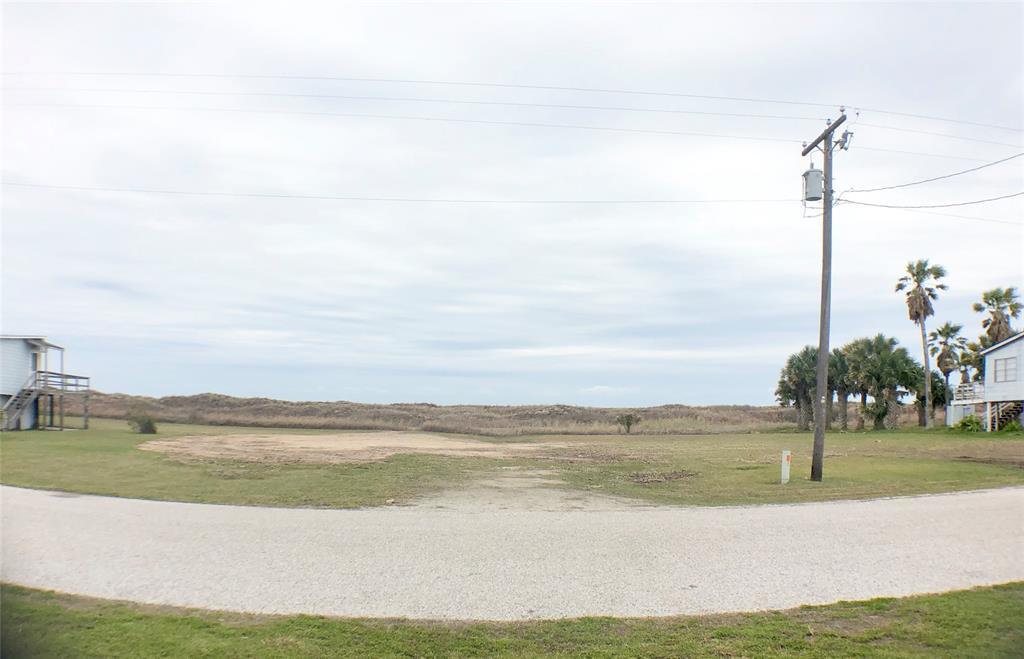 260 Beachfront Drive, Matagorda, TX 77457