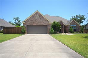 108 deerwood drive, lake jackson, TX 77566