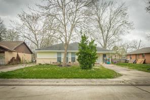 115 S Yaupon St, Lake Jackson, TX 77566