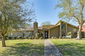 51 Oleander Court, Lake Jackson, TX 77566