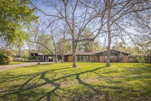 1009 Lakeside Drive, Highlands, TX 77562