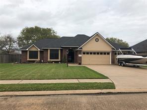 104 zinnia street, lake jackson, TX 77566