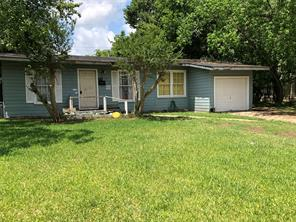 406 winding way street, lake jackson, TX 77566