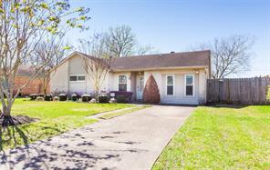 300 Brigadoon Lane, Friendswood, TX 77546