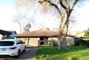 4306 curly oaks, houston, TX 77053