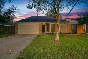 11803 meadow crest drive, meadows place, TX 77477