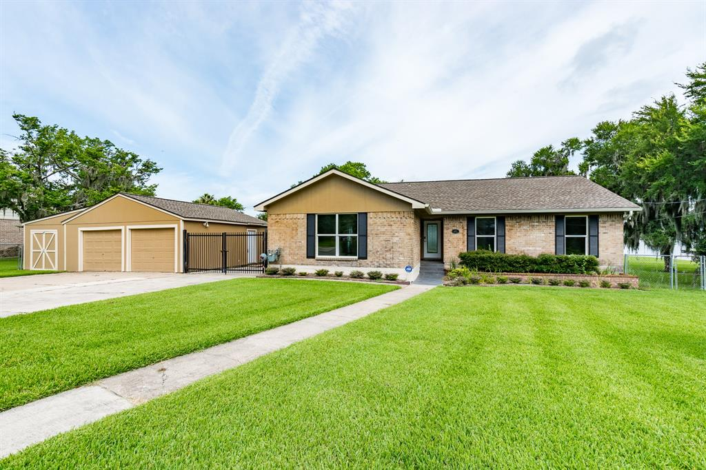 103 Cedar Lake Road, Huffman, TX 77336