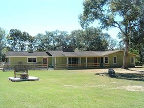 3879 County Road 382, Louise TX 77455