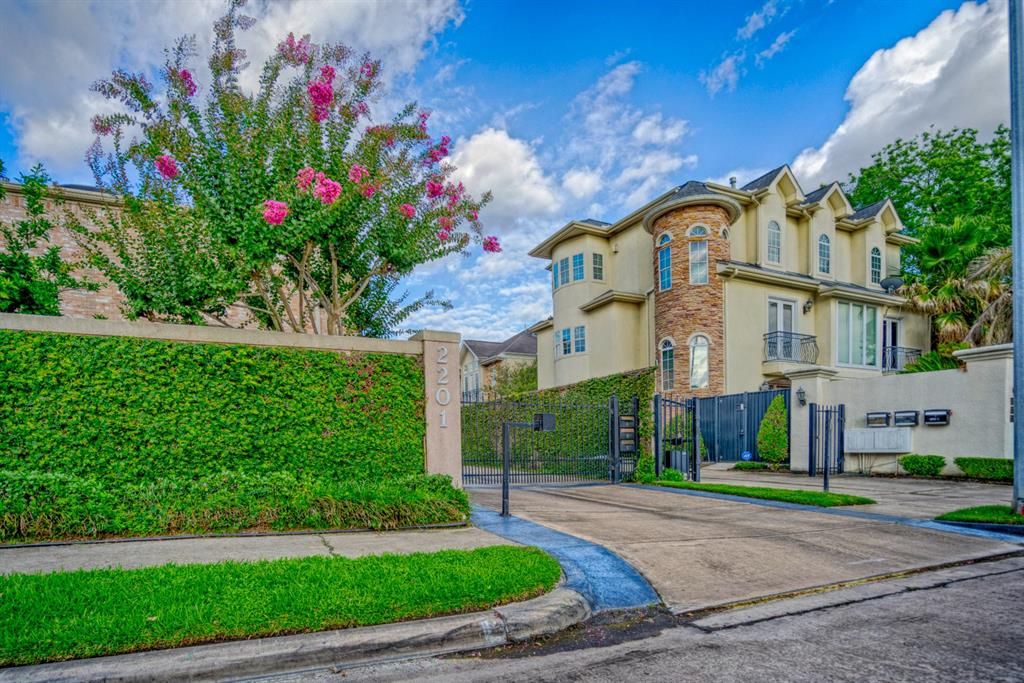 This gated town home is located in the heart of the Galleria just minutes from the Galleria mall and Uptown shopping.  This end unit has a HUGE backyard ready to be turned in to your oasis.  The master suite has it's own Study with fireplace.  The master Bathroom has separate his/her sides with a step-in soaking whirlpool tub.  Large Gameroom. Wood Floors. Granite counters. Formal Living. Formal Dining. Formal Den. 2 staircases. Lots of Space - Over 3,400sf! No HOA Fees. DID NOT FLOOD IN HARVEY!