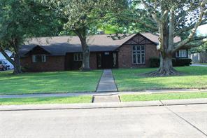 129 begonia street, lake jackson, TX 77566
