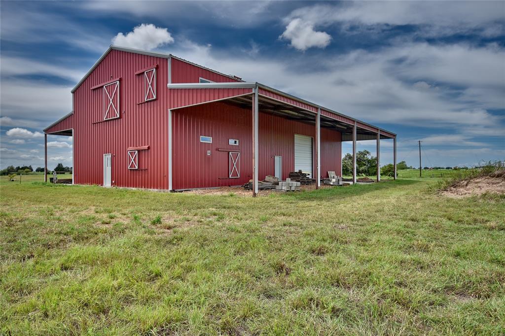 1110 Lidiak Road, La Grange, TX 78945