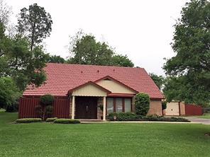 108 clover street, lake jackson, TX 77566