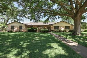 110 oyster bend lane, lake jackson, TX 77566