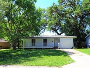 118 Jasmine, Lake Jackson TX 77566